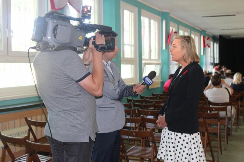Анна Мария Андерс дает интервью польскому телеканалу