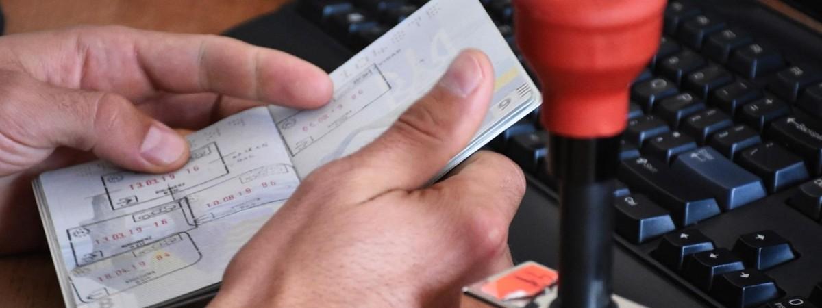Польські прикордонники затримали українця з 12 підробленими штампами в паспорті