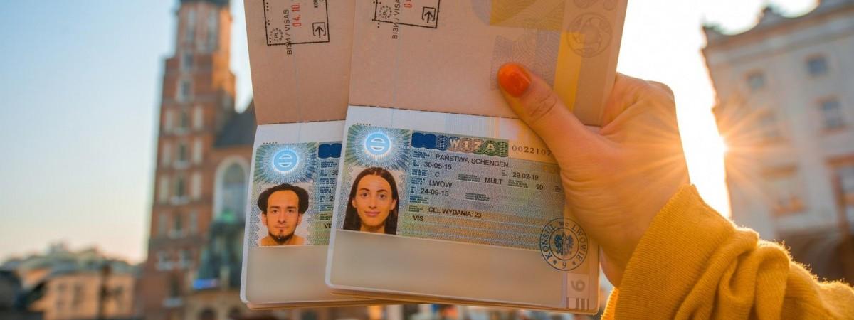 Подавати документи на візу до Польщі поштою з 15 березня треба буде по-новому