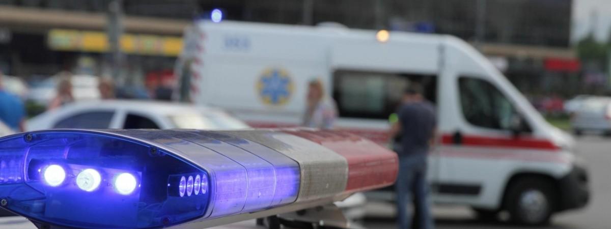 Нещастя у Варшаві: на українця біля будинку з 18-го поверху впав...чоловік