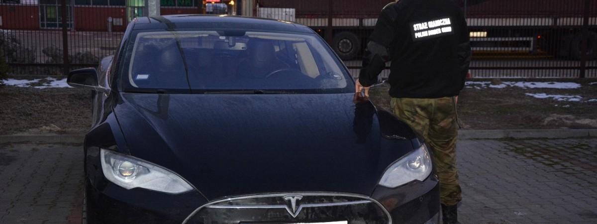 Украинец лишился Tesla на польской границе