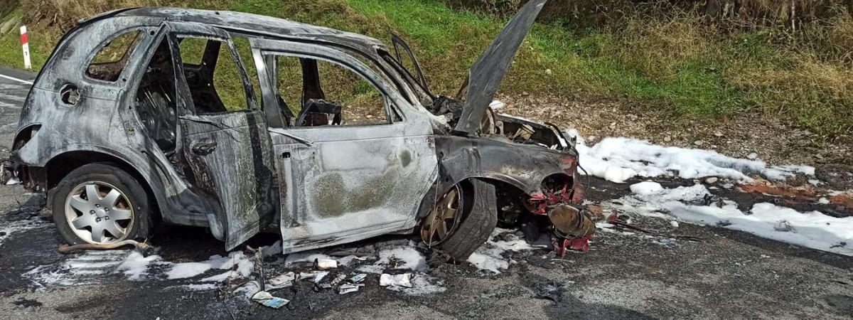 У Польщі дотла згорів Chrysler, яким українець віз 4-х людей
