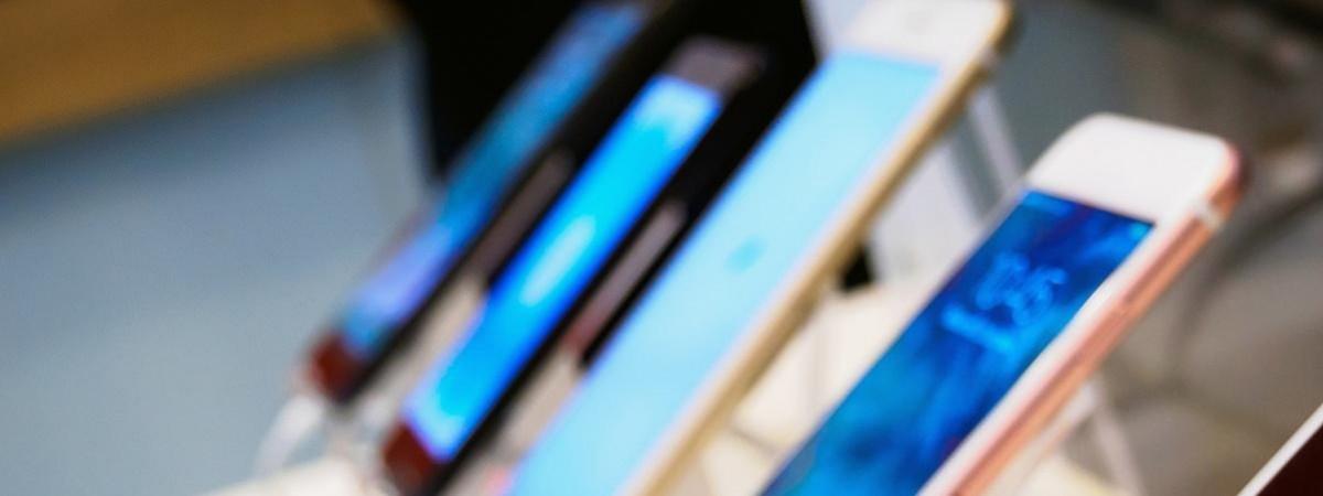 """У Польщі """"кинули"""" на гроші студента з України через його iPhone"""