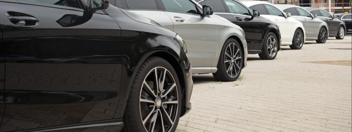 У Варшаві шалено подорожчають річні абонементи на паркування авто. І це ще не все