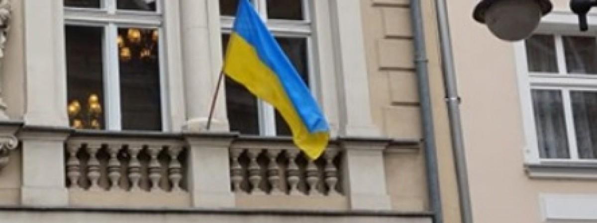 Невідомі знищили табличку Почесного консульства України в Польщі