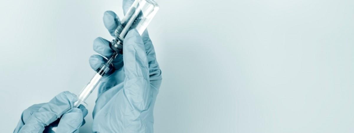 Вакцина для всіх охочих до вересня. У Польщі щепитимуть проти COVID-19 по-новому