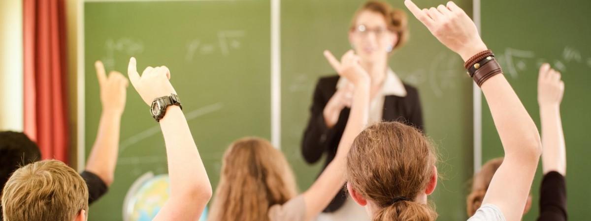 Учитель з 20-річним стажем заробляє 6,5 тис злотих. 5 фактів про польських вчителів у день їх офіційного свята
