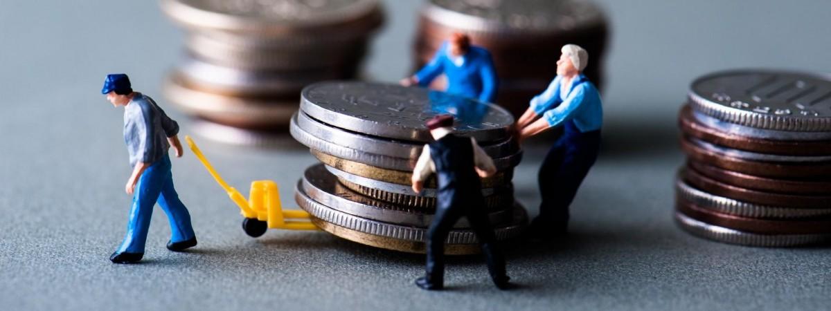 В Україні порахували, скільки грошей повинні отримати від заробітчан. Найбільше - з Польщі
