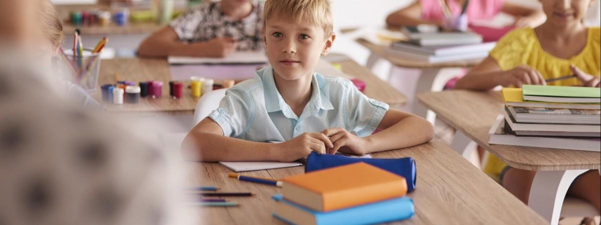 """Польська школа для дітей іноземців та їхніх батьків від """"А"""" до """"Я"""": завантажте довідник українською"""