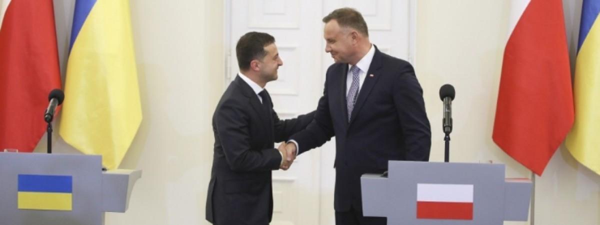 Зустріч Зеленського та Дуди у Варшаві: обіцянки покращення на кордоні і гасова лампа як приклад