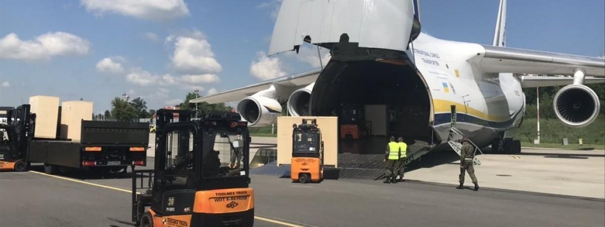 """Український """"Руслан"""" привіз у Вроцлав 75 тонн медобладнання проти коронавірусу"""