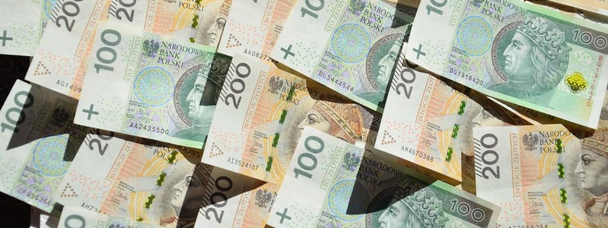 Польща знову лідер приватних грошових переказів в Україну