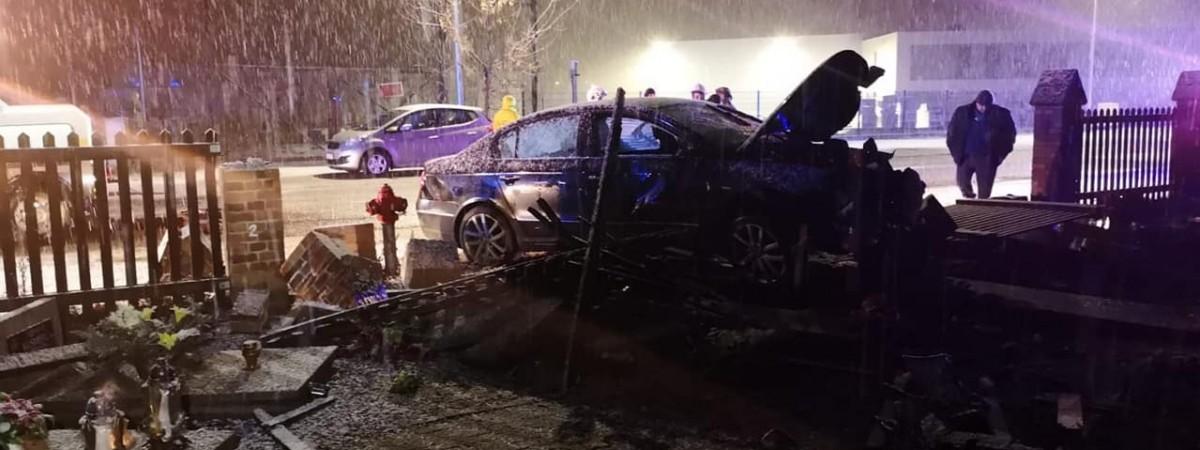 У Польщі українець зруйнував автомобілем 9 надгробків на цвинтарі