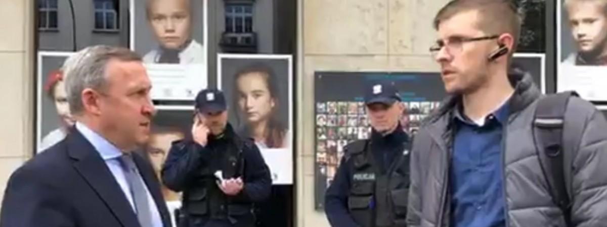 Под посольством Украины в Варшаве требуют активнее защищать украинцев в Польше (ВИДЕО)