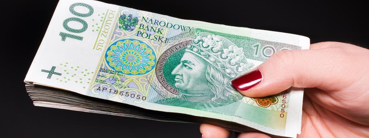 Скільки заробляють українці в Польщі: кому і де платять більше
