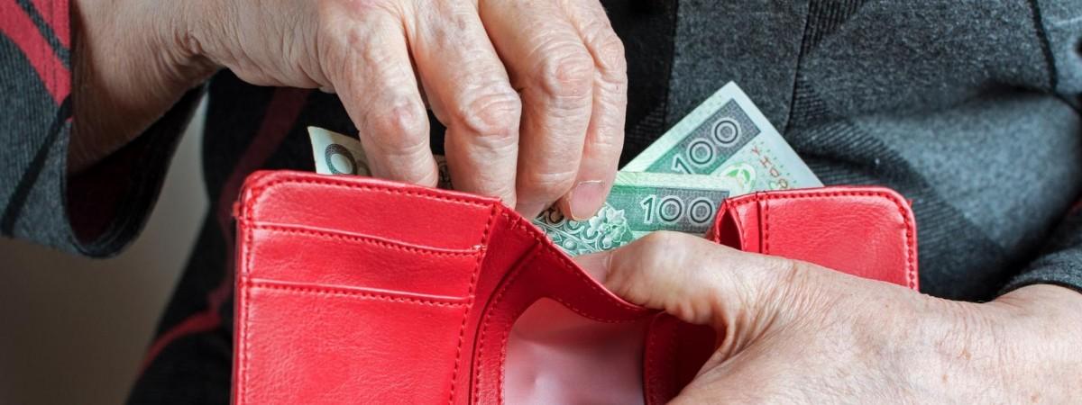 Є трудовий стаж у Польщі? Що треба, аби отримати пенсію за кордоном та в Україні