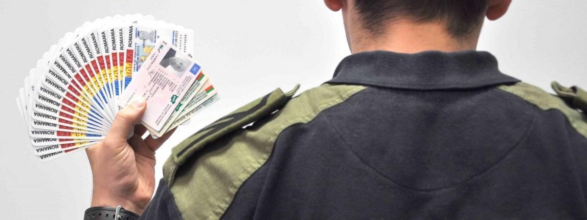 В Польшу не пустили украинца, который имел 25 паспортов