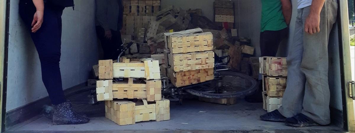 Скандал! Украинских работников перевозили в Польше как скот (ФОТО)