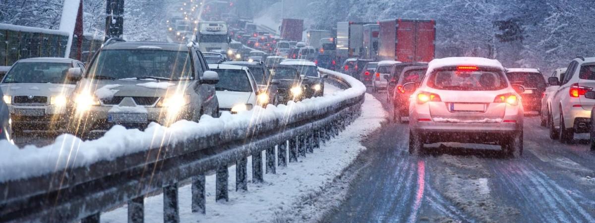 Зима по расписанию: Польшу засыпало снегом