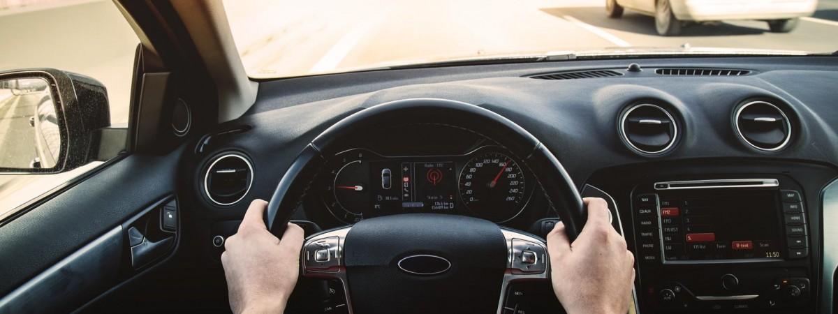 """""""Наші"""" на дорозі: про що треба знати аби впевнено почуватися за кермом автівки в Польщі"""