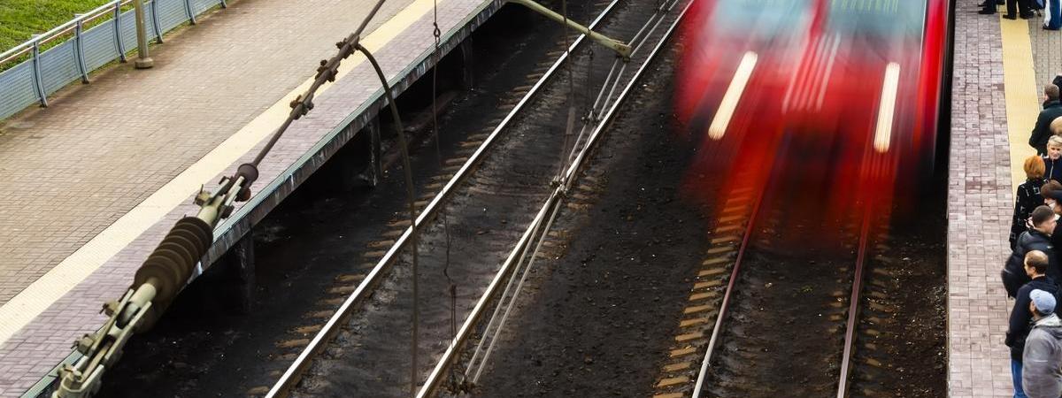 """Українець поставив BMW під потяг """"Гдиня-Краків"""". Наслідки НП усували майже 7 годин"""