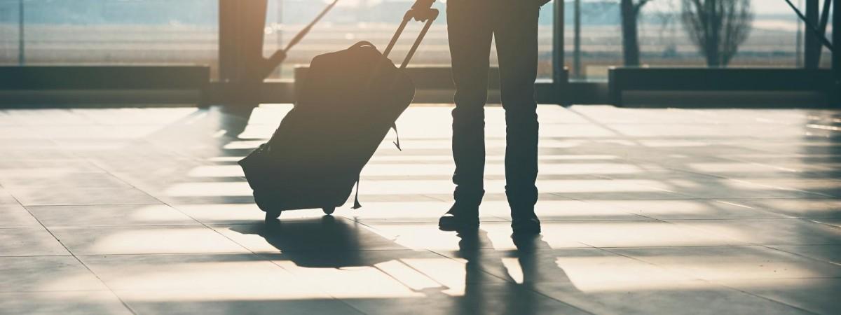 Самолетом из Польши в Киев, а потом обратно: как одному из пассажиров и 5 тыс долларов не помогли