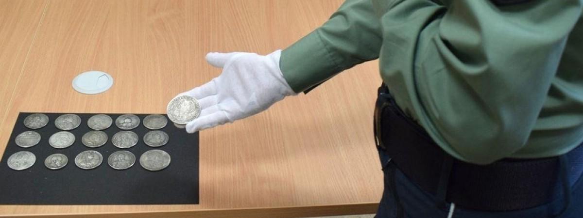 На польському кордоні водій буса з України попався на контрабанді монет царської Росії