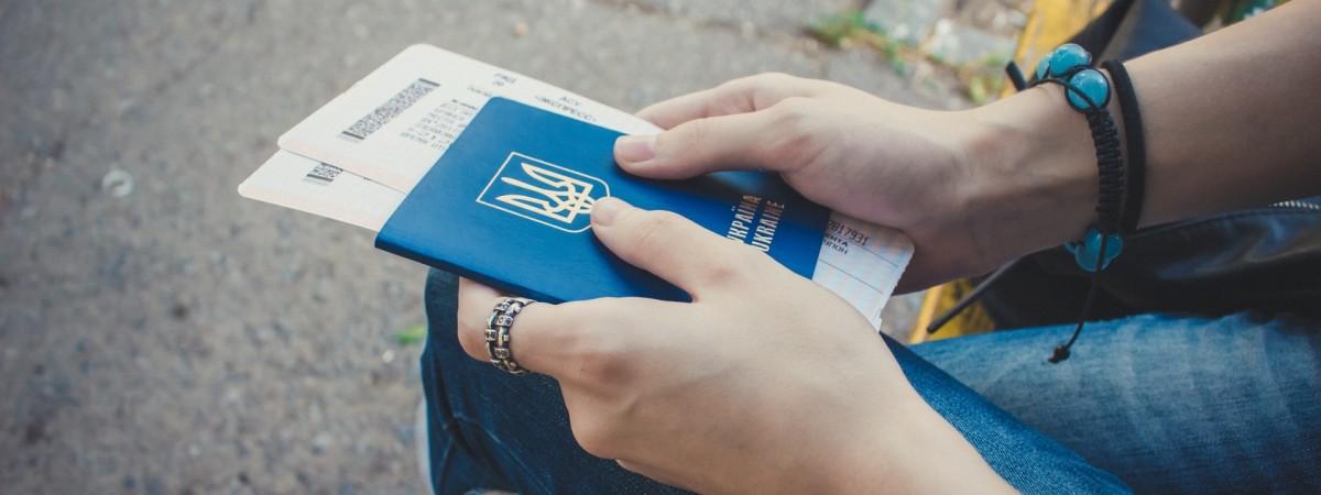 В Украине хотят ограничить рекламу заробитчанства, чтобы остановить трудовую миграцию