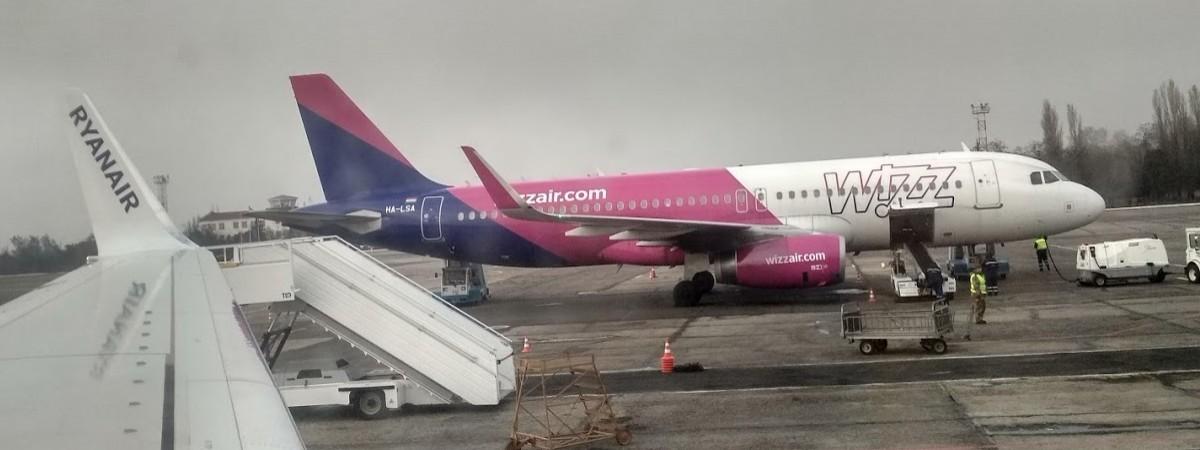 Wizz Air скасував до весни ще 6 рейсів між Польщею та Україною. Ryanair відклав старт кількох у грудні