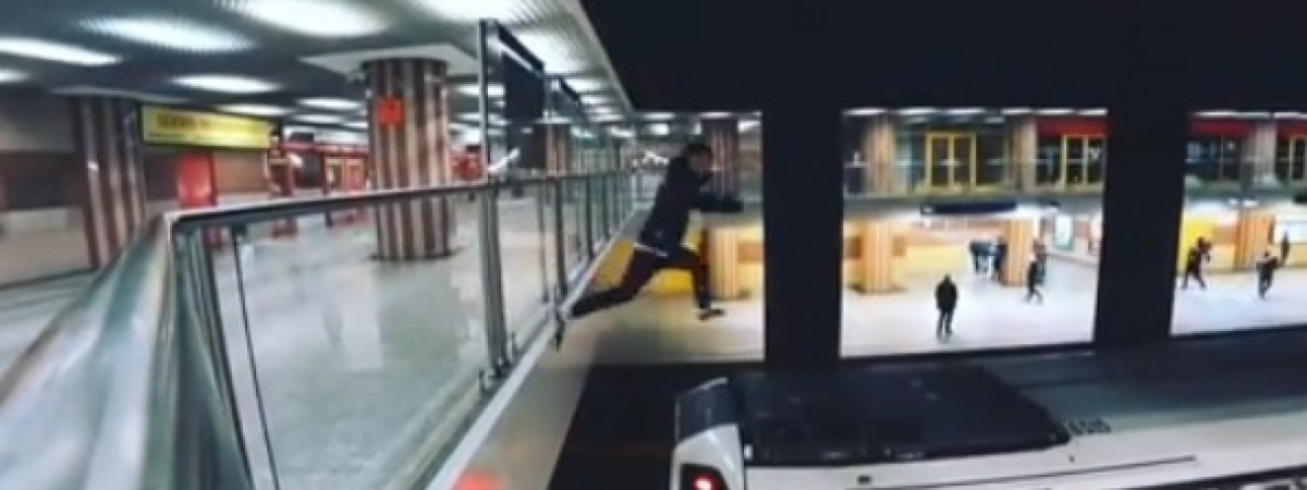 Парня, который бегал по крыше поезда варшавского метро, будут судить. Это - украинец