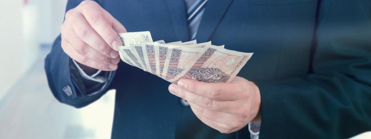 Нижча ставка PIT з 2020 року в Польщі: пораховано, на скільки більше платитимуть на руки