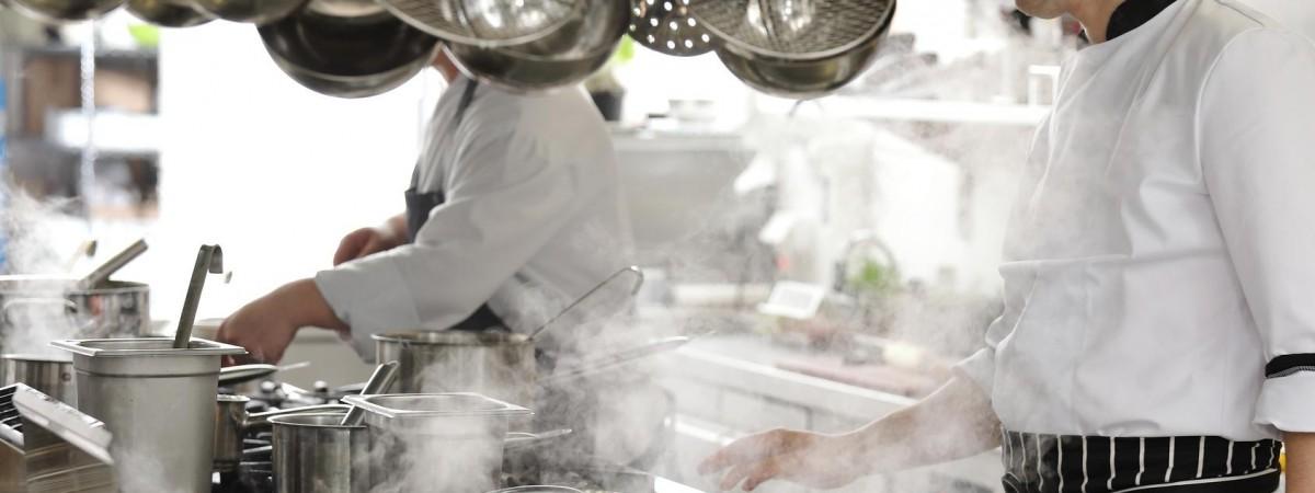5-7 тыс зл для повара, 2-3 тыс зл для официанта - заработки на польских курортах бьют рекорды