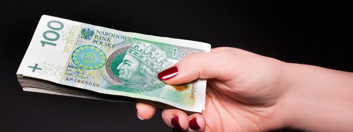 Четверо з десяти поляків вважають, що заробітчани з України стримують ріст зарплат (Дослідження)