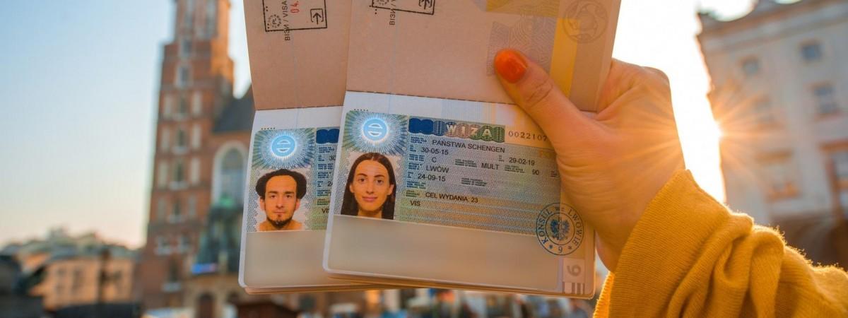 Віза в Польщу: які черги на подачу документів по містах України