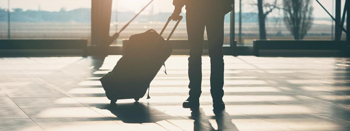 В Україні заговорили про наймасштабніший виїзд громадян за кордон: населення зменшиться навпіл?