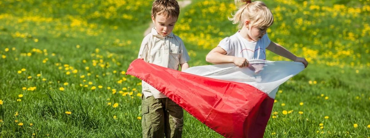 Подвійне свято: 2-го травня Польща святкує День прапора та День поляків за кордоном
