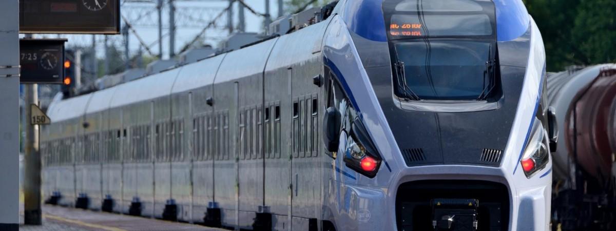"""Тікали від польських прикордонників з великими пакетами: провідників потягу  """"Одеса-Перемишль"""" зловили на контрабанді"""