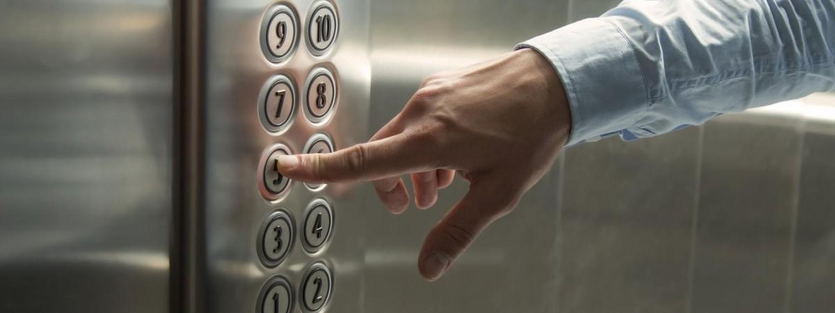 У Польщі назвали причину падіння з 15-го поверху ліфта з українськими працівниками