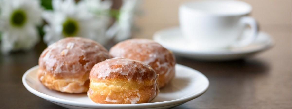 Чому поляки сьогодні їдять пончики?