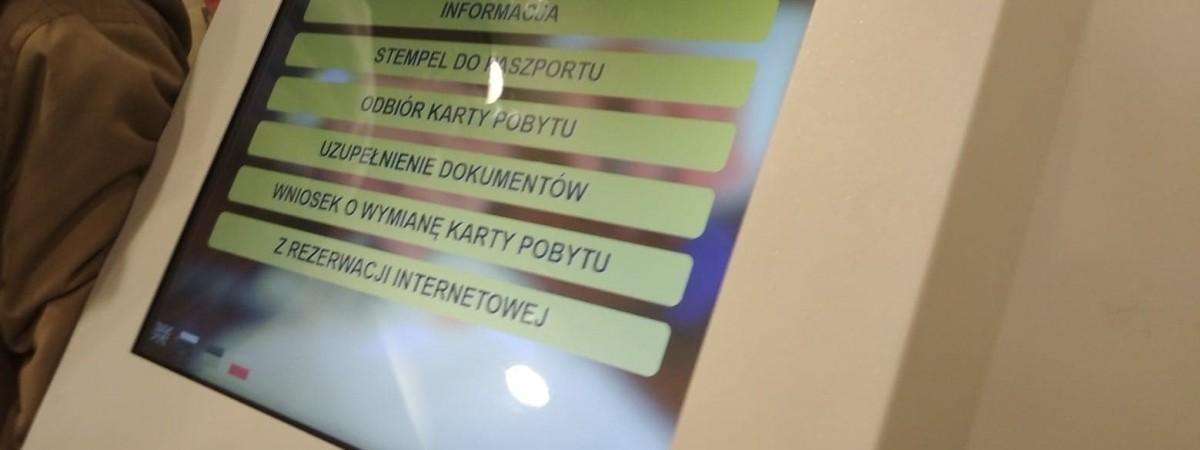 """Нове для іноземців у 2-х воєводствах: """"гаряча лінія"""" та онлайн-генератор заяв на карти побиту й не тільки"""