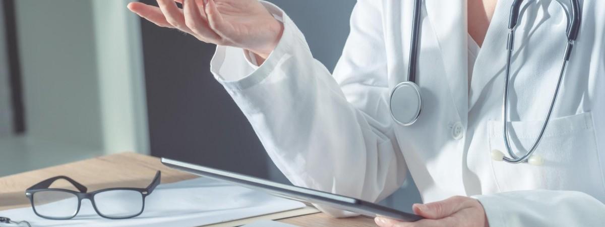 Польща хоче спростити легалізацію для лікарів з України