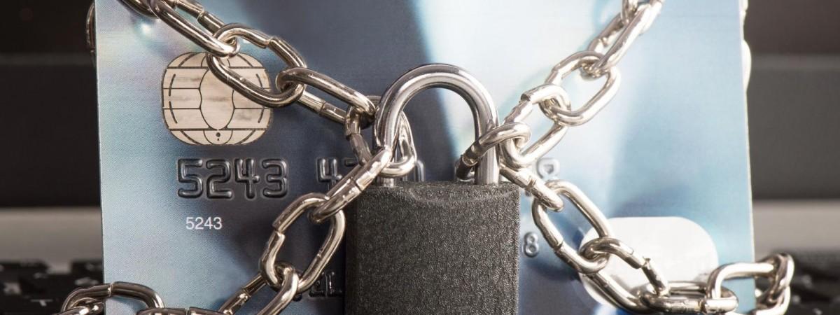 У Польщі затримали українця, який у масці знімав з банкомата чужі гроші