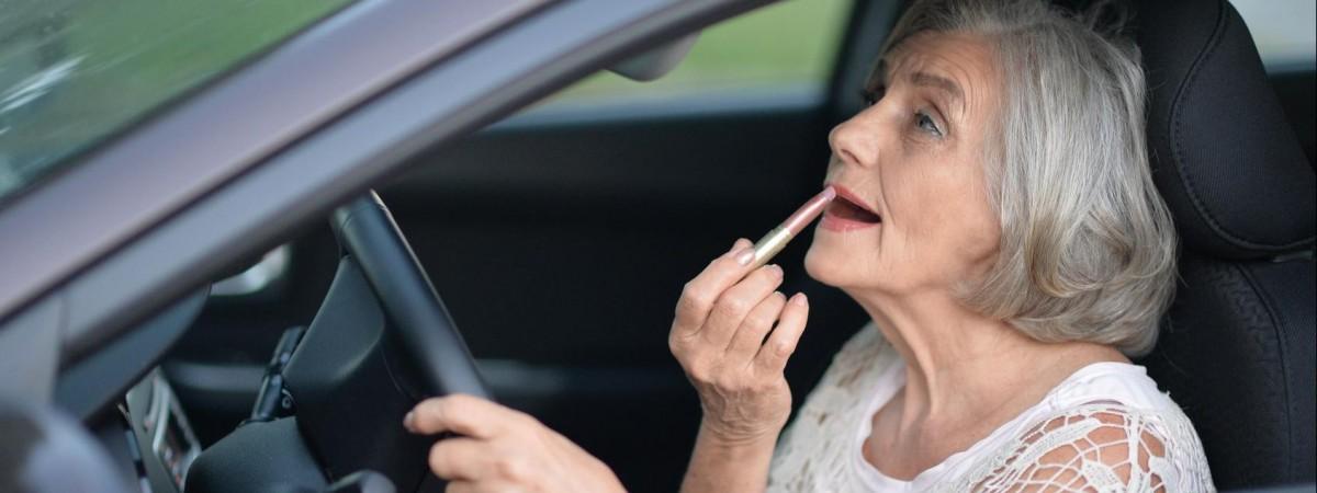 """Польские пенсионерки рассекали на Mercedes E-класса и """"зависали"""" на островах. Оказалось, что бабули те еще аферистки"""