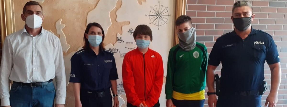 Польські школярі допомогли українцеві вернути загублений гаманець з грошима і не тільки