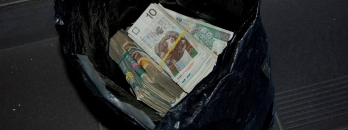 Українці везуть готівку до Польщі потайки: нові приклади халеп на кордоні
