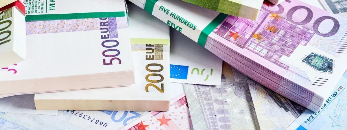 Водії рейсового автобусу везли з Польщі в Україну велику суму готівки: не довезли
