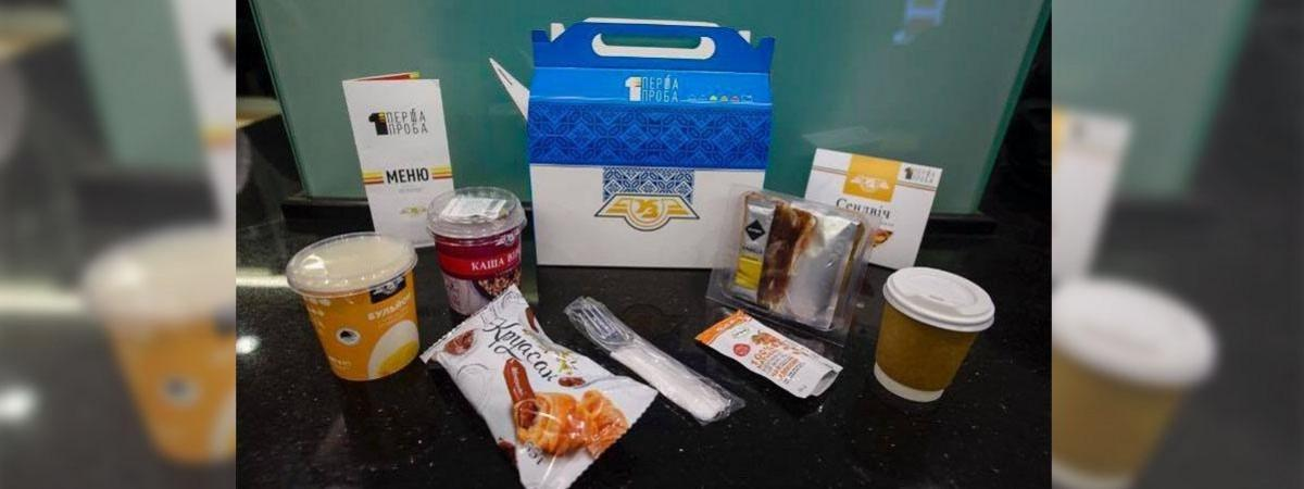Первое, второе и десерт - Укрзализныця начинает продажу питания в поездах