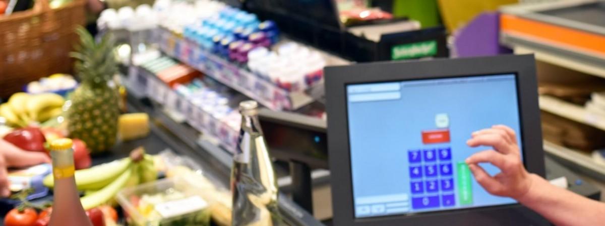 """Премії працівникам і години """"сеньйорів"""". Чергові зміни в торговельних мережах Польщі через коронавірус"""