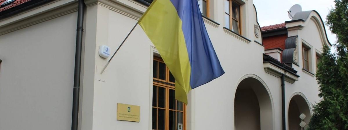 Три консульства України в Польщі припинили прийом громадян