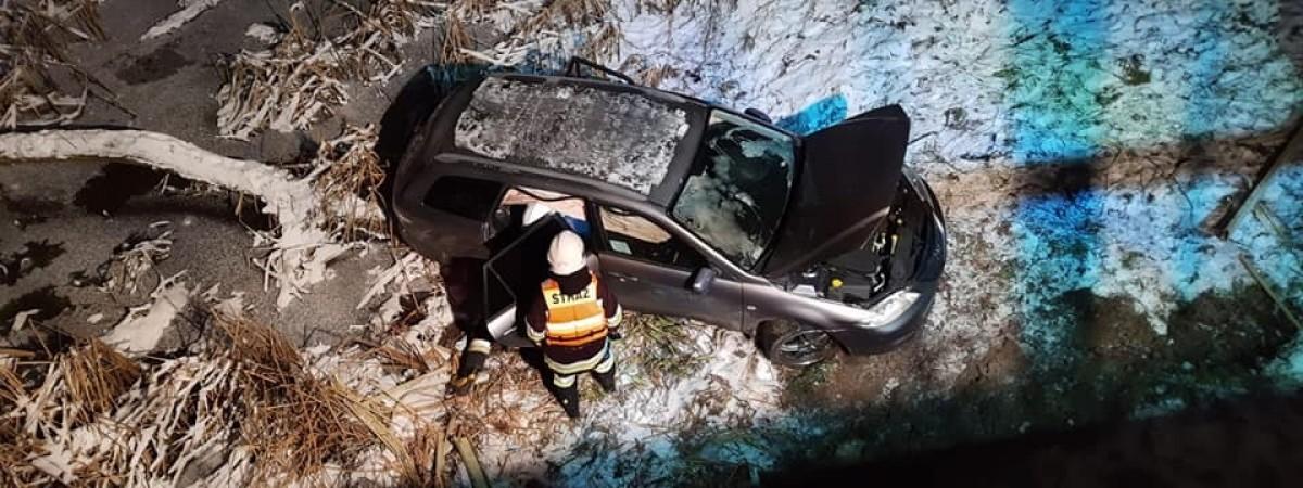 У Польщі українець впав автомобілем з мосту в річку